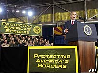 Mr Bush addresses border security personnel in Tucson, Arizona, 28 November