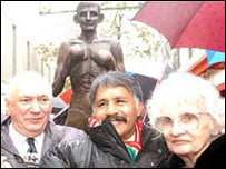 Jonny Owen's parents with Lupe Pintor