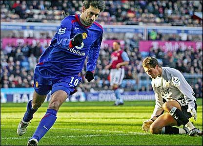 Ruud van Nistelrooy celebrates scoring for Manchester United past Aston Villa keeper Thomas Sorensen (right)