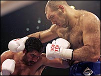 John Ruiz (left) and Nicolay Valuev