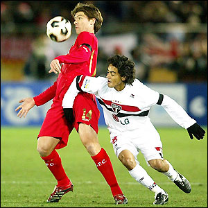 Xabi Alonso holds off Josue