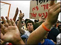 Gaza settlers protest in the Neve Dekalim settlement