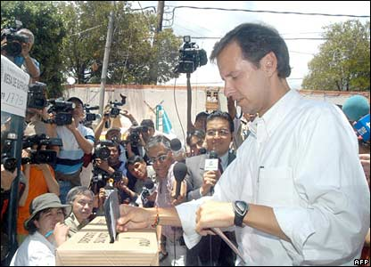 Presidential hopeful Jorge Quiroga casts his vote