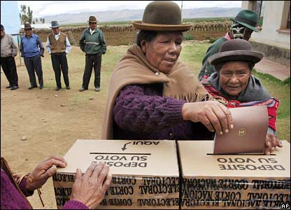 Bolivians cast votes in Ajllata, north of La Paz