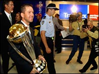 Ricky Ponting returns home after winning in 2003