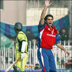 Kabir Ali successfully appeals for the wicket of Mohammad Yousuf