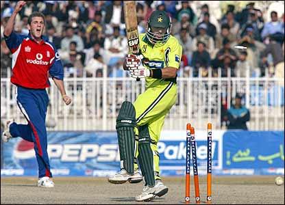 Shahid Afridi is bowled by Liam Plunkett