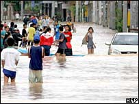 The main road of flooded city of Hat Yai, southern Thailand 18/12/05