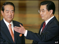 Chinese President Hu Jintao, right, gestures to James Soong at the Great Hall of the People in Beijing, 12 May 2005