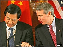 US trade representative Rob Portman and Chinese Minister for Commerce Bo Xilai sign a deal on cotton in November.  Image: AFP/Getty