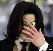 Michael Jackson arriving in court
