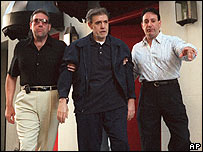 Vincent Gigante is taken away