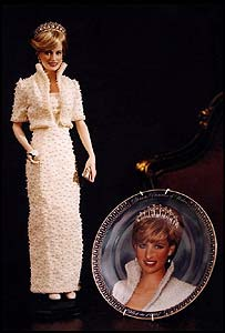 The Memorial Collection by Franklin Mint in honour of Diana, Princess of Wales, depicting a collectors porcelain doll and commemorative plate