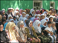 Protesters outside Andijan court, 11/5/05