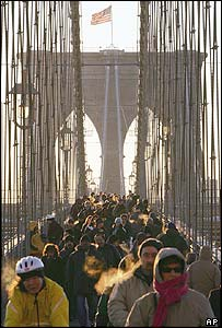 Commuters walk and cycle across Brooklyn Bridge