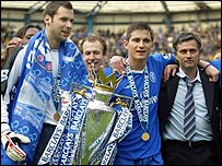 Chelsea trio Petr Cech, Frank Lampard and Jose Mourinho celebrate winning the Premiership
