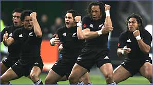 Tana Umaga leads the All Blacks Haka