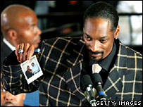 Rapper Snoop Dogg holds up a photo of Williams as he speaks at his funeral