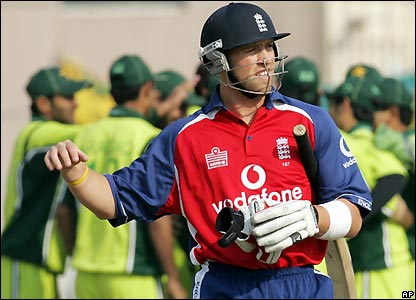 Matt Prior has another disappointing innings