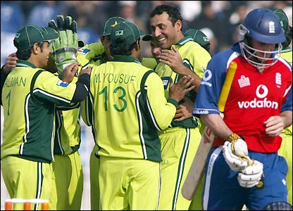 Pakistan celebrate another top-order wicket off the bowling of Arshad Khan