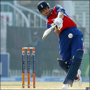 Vikram Solanki makes 49 off 86 balls before falling to Shahid Afridi