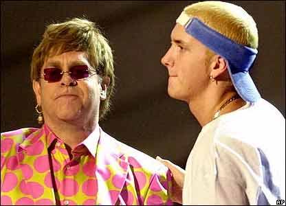 Elton John y Eminem.