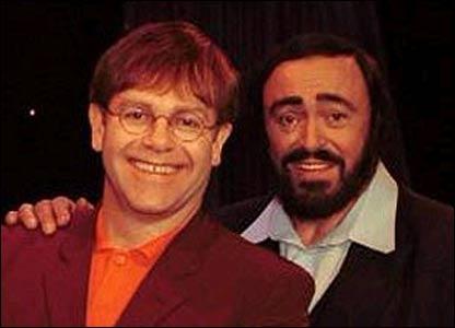 Elton John y Luciano Pavarotti.