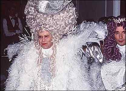 Elton John y David Furnish celebran su cumpleaños número 50.