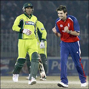 James Anderson celebrates the wicket of Abdul Razzaq