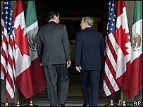Fox, a la izquierda, y Bush.