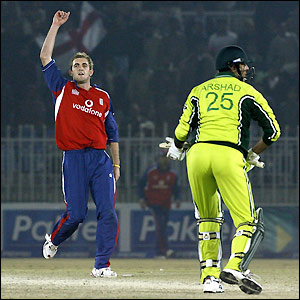 Liam Plunkett celebrates after bowling the final ball of the match