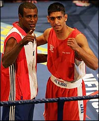 Mario Kindelan and Amir Khan look relaxed before their fight