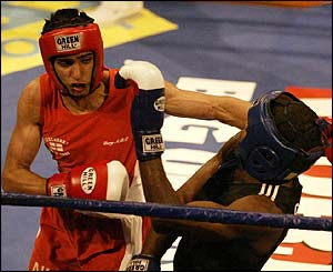 Khan looks composed against the experienced fighter Kindelan