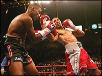 Felix Trinidad is stunned by Winky Wright
