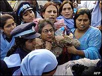 Police arrest Asma Jehangir