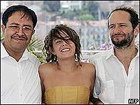 Stars and director (r) of Batalla en el Cielo (Battle in Heaven)