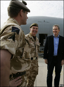 Tony Blair and Lt Gen Nick Houghton (centre)