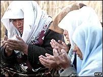 Uzbek women pray at the grave of their relative killed 13 May in Andijan, 17 May 2005.