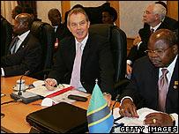 President Museveni (l), Prime Minister Tony Blair (c), President Mkapa of Tanzania