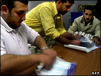 Election officials count ballots in Samarra