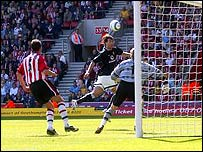 Ruud van Nistelrooy scores winner for Man Utd against Southampton