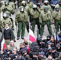 Police block neo-Nazi march in Berlin, 8 May 05