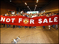 Protesters march against Man Utd takeover