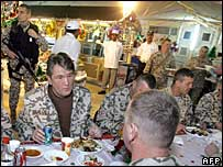 Ukraine's President Viktor Yushchenko (left) with Ukrainian contingent near Kut, Iraq, 26 Dec 05