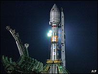 Cohete Soyuz listo para despegar