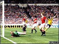 Alan Sunderland scores the winning goal