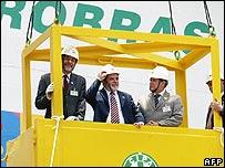 Brazilian President Luiz Inacio Lula da Silva inaugurates the P-50 offshore oil platform, 23 November 2005