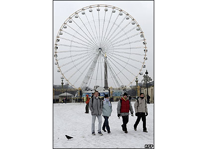 People walk on the snow in the Jardin des Tuileries, Paris