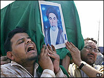 Iraqis mourn at the funeral of Shia cleric Muhammad Allaq
