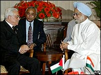 Mahmoud Abbas in talks with Manmohan Singh